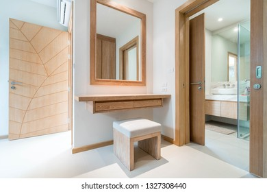 dressing room  table  with mirrow