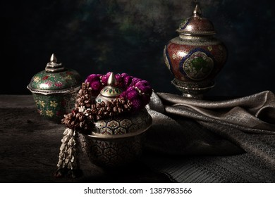 Dried flower garland And take to win the Benjarong