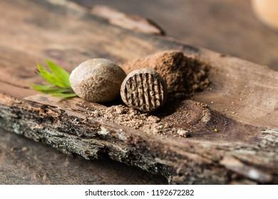 Dried seeds of fragrant nutmeg