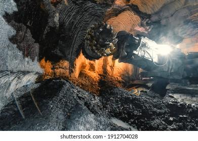 Bohrkopf eines Bergwerksklebeers. Untergrundbergbau von Erzvorkommen.