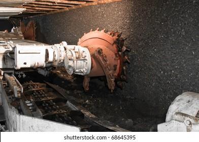 Drilling machine in coal mine, modern tunnel drilling machine,