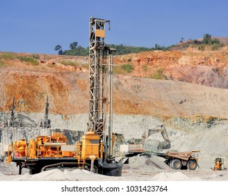 Drilling machine has drill for rock blasting with mining activities