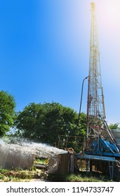drilling rig drills a well to extract water. Well assimilation water supply under rock pressure to the surface