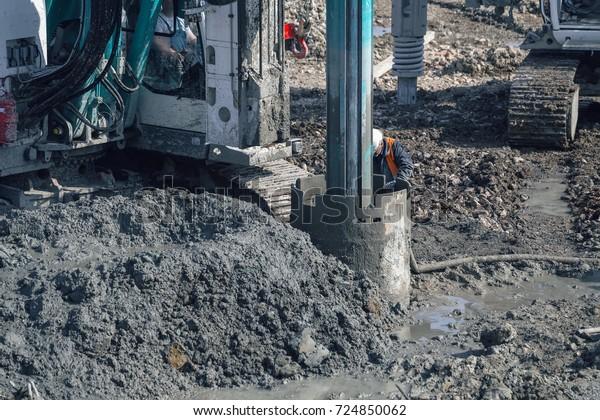 Foto stock de Drilling Rig Making Deep Foundation