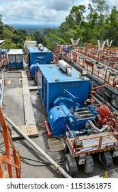Drilling rig mud pump set with power generator