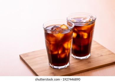 Boire du café glacé au café