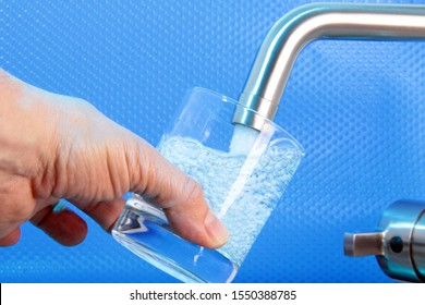 Drinking water from the tap of the public water network
