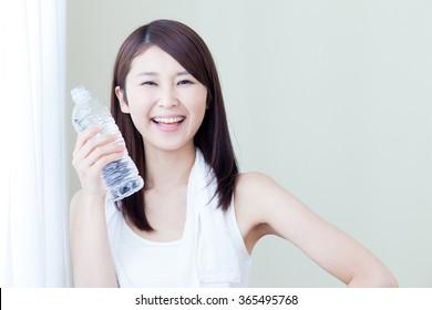 Drinking water woman tank top morning curtain water bottles