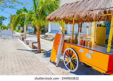Tropischer Orangensaftshop auf Rädern in Playa del Carmen Mexiko