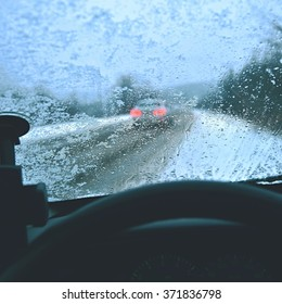 Driving from the driver's perspective in bad weather in the snow and rain.