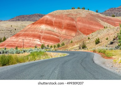 Driving to Painted Hills, one of the seven wonders of oregon