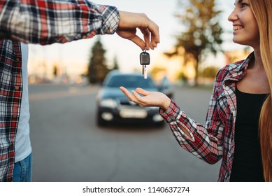Driving teacher gives the keys to female student
