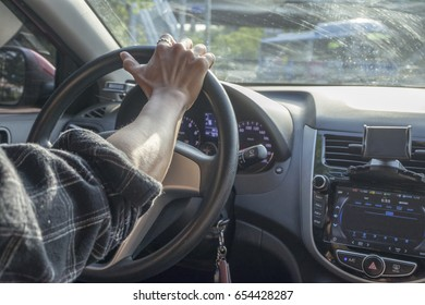 driving with two hands