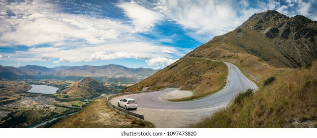 Driving up the winding road from Queenstown to The Remarkable Ski Area, will get you spectacular scenic views of the mountain range, as well as Kawarau River and Lake Hayes.