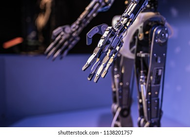 Droid metal hand with servos, controlled by artificial intelligence robot.