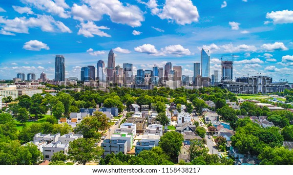 Drone Aerial of Downtown Charlotte, Caroline du Nord, NC, USA Skyline.