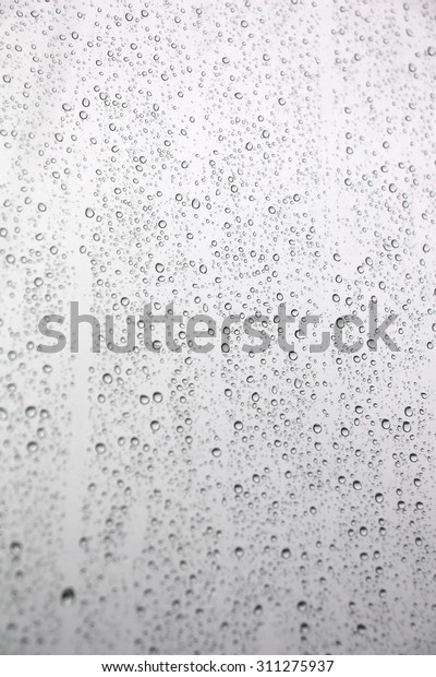 drops-rain-on-inclined-window-600w-31127