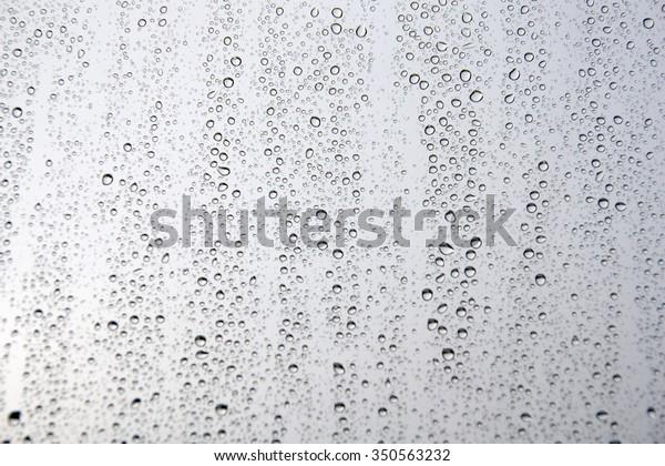 drops-rain-on-window-glass-600w-35056323