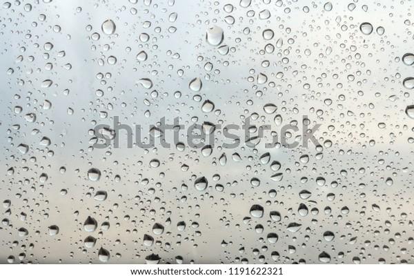 drops-rain-on-window-shallow-600w-119162
