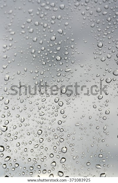 drops-rain-on-window-shallow-600w-371083