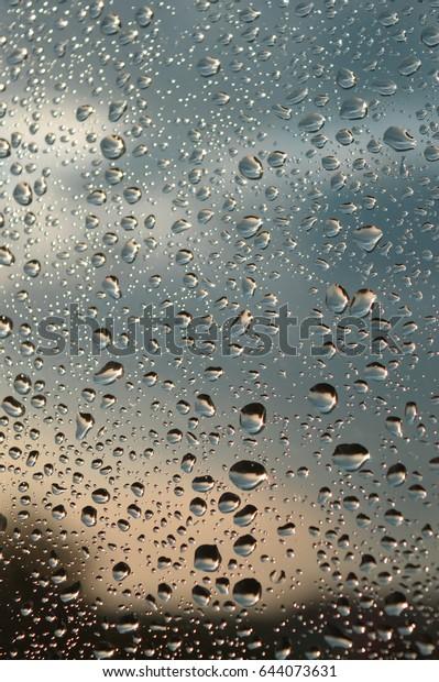 drops-rain-on-window-shallow-600w-644073
