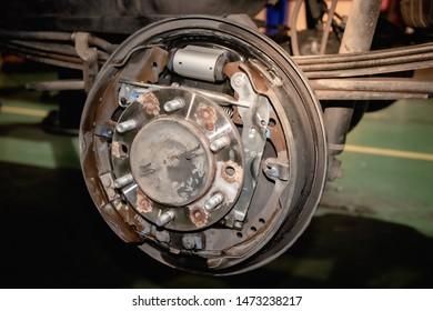 drum brake pads change and adjust