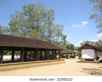 The drum hall and Bodji tree at  Embekka Temple