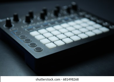 Drum machine midi controller for disc jockey,sound producer & composer.Create electronic musical tracks with modern digital beat machine.Professional drum machine for producing digital music