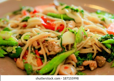 drunken Spaghetti - Stir Fried Spicy Spaghetti With chicken (Thai Food)