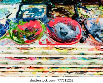 Dry dirty colorful palette on table