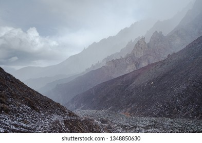 Dry mountain rang landscapes of the Indian Himalaya near Leh, Ladak, India.