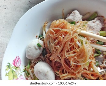 Dry noodles rice vermicelli with pork