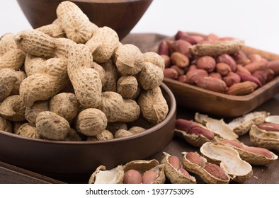 Dry roasted peanuts with shells.