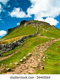 Dry stone wall up to Pen-y-Ghent with foot path