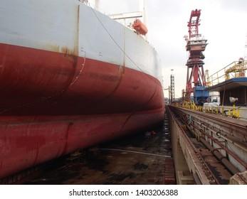 Drydock, shipyard, oil tanker, propeller, rudder, shipping