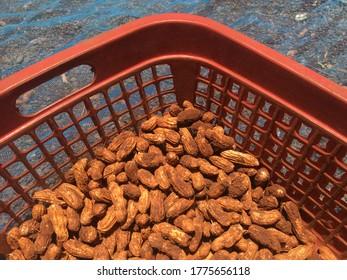 Trocknen von frischem Erdnuss in Körben