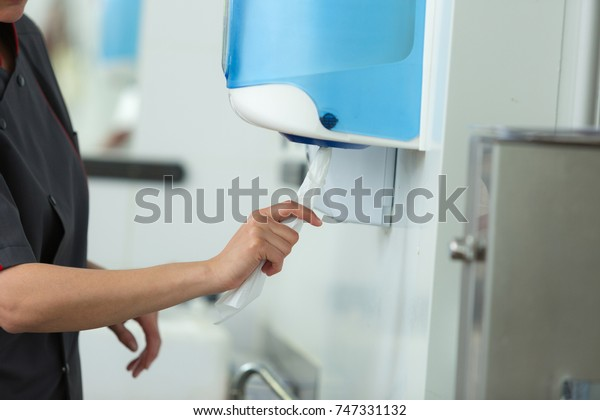 drying hands after cleaning with bubble