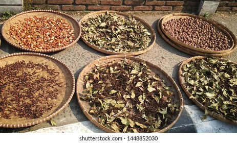 """Drying up natural resources from harvesting such as cloves and nutmeg, by spreading it on the big plate lookalike called 'tampah"""""""
