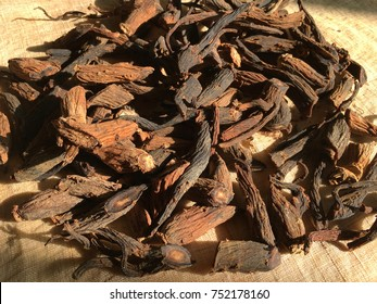 Drying red ginseng roots, healthy food