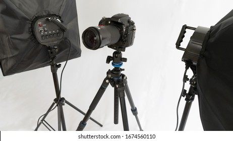 Dslr camera on tripod wirt two soft box. Studio set for shooting