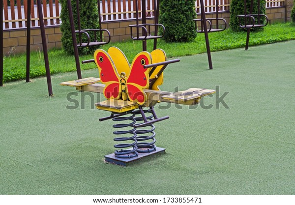 dual-childrens-swing-on-twisted-600w-173