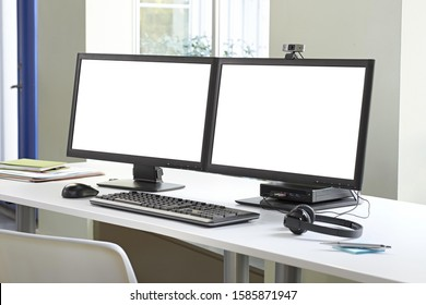 dual monitor in a desktop with white screen