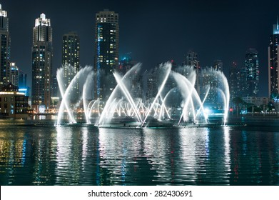 Dubai Dancing Fountain - wonderful evening show