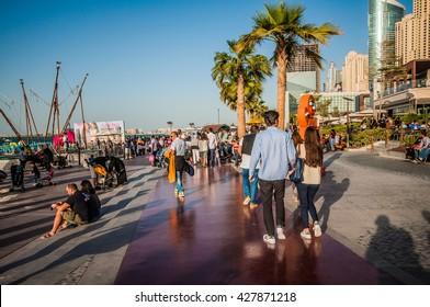 DUBAI - JUMEIRAH BEACH PARK - 11.12.2015.  People enjoying the newly opened JBR walk development.
