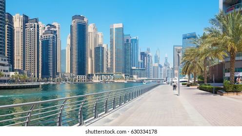 Dubai - The Marina promenade.