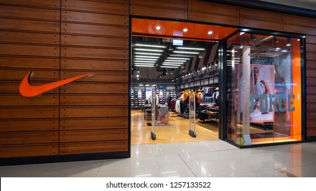 online here separation shoes famous brand Inside Nike Store Photos - 649 inside nike Stock Image ...