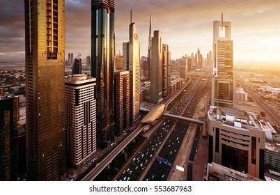 Skyline von Dubai bei Sonnenuntergang, Vereinigte Arabische Emirate