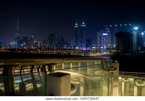 Dubai. UAE. 04/04/2020. Streets and parks are seen empty in the busy city as a result from the strict restrictions on movement out of home for all people except the involved in the essential services.
