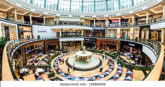 DUBAI, UAE - APRIL 29: Diners at Mall of the Emirates on April 29, 2013 in Dubai. Mall of the Emirates is a shopping mall in the Al Barsha district of Dubai.