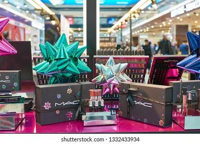 Mac Makeup Stock Photos, Images \u0026 Photography